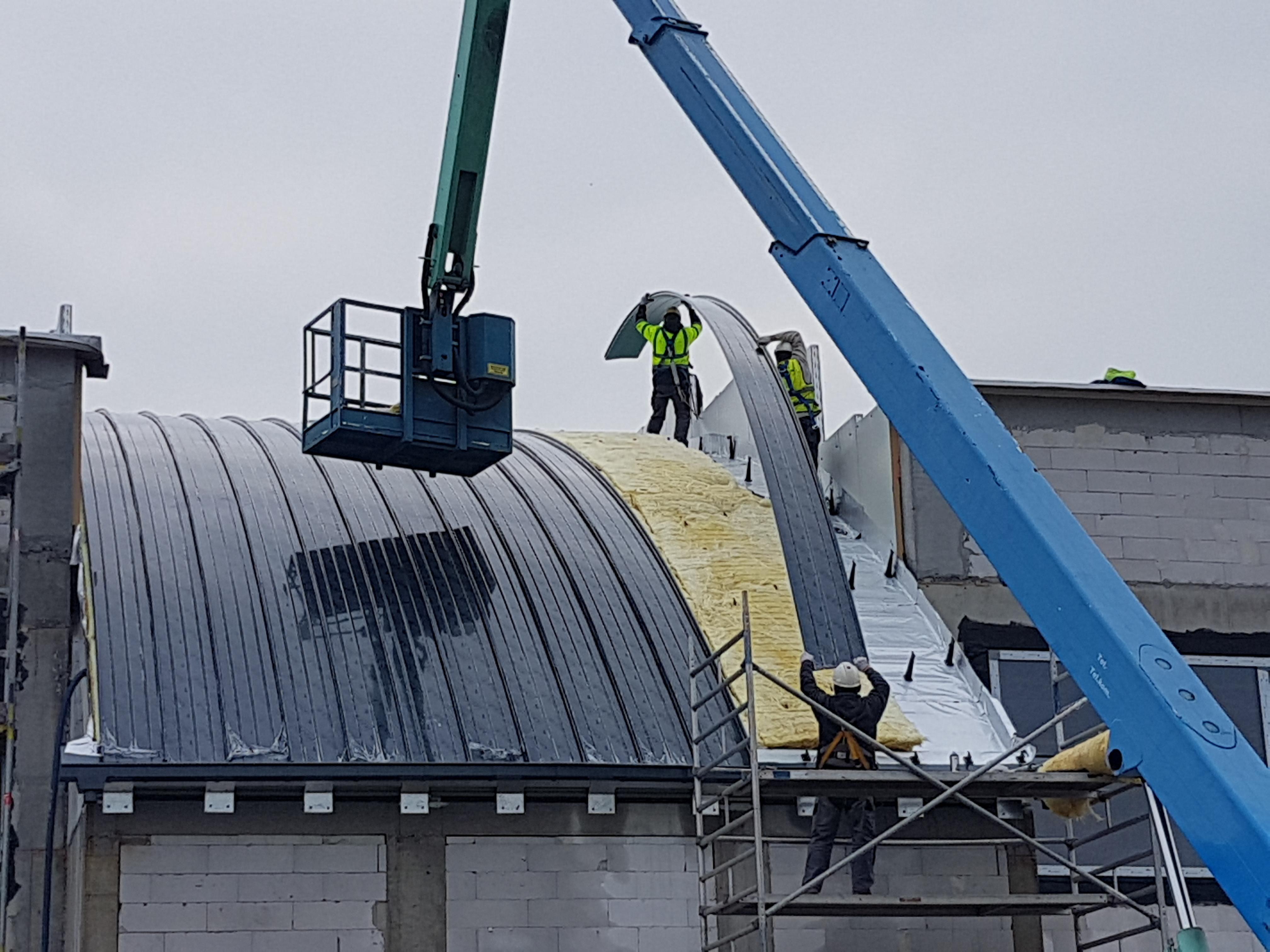 Montaż dachu w technologii Kalzip we Wrocławiu